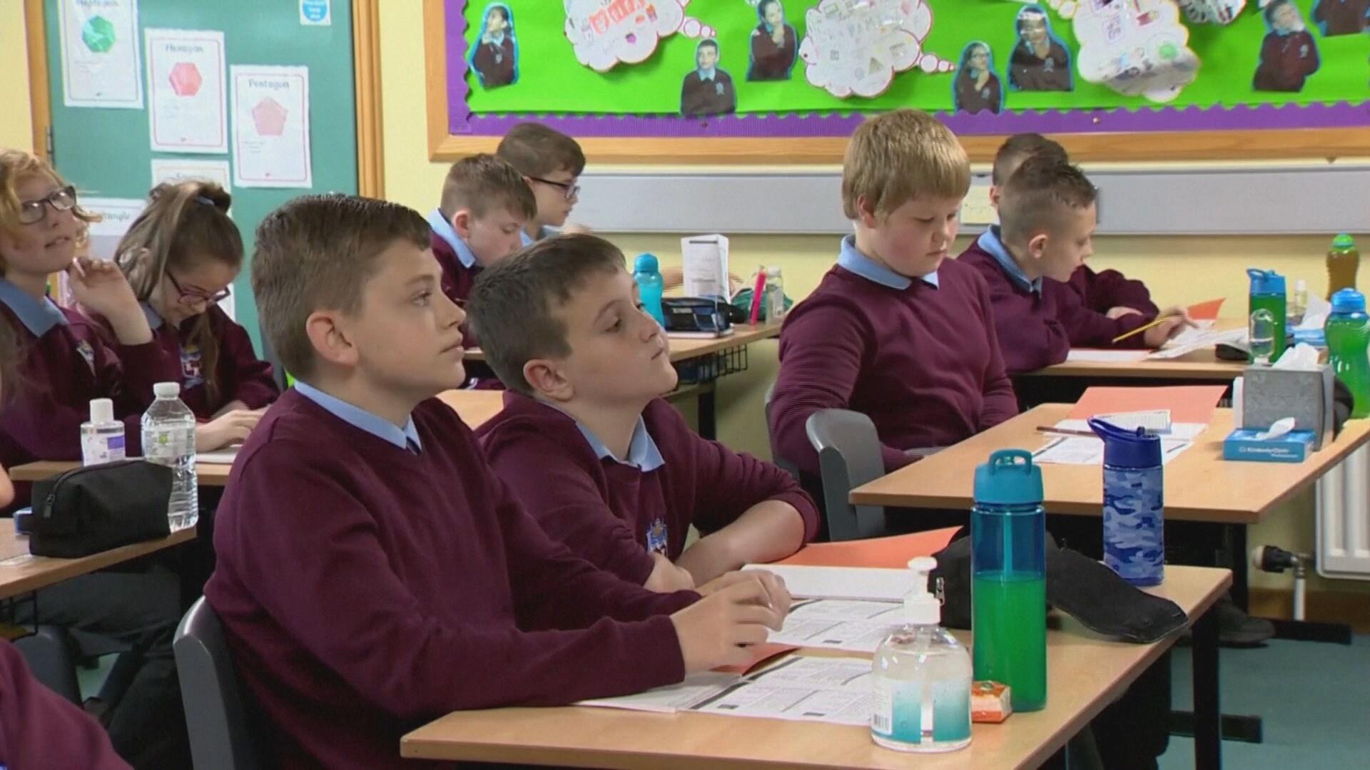 Reino Unido alerta para infecções da variante originária da Índia em escolas