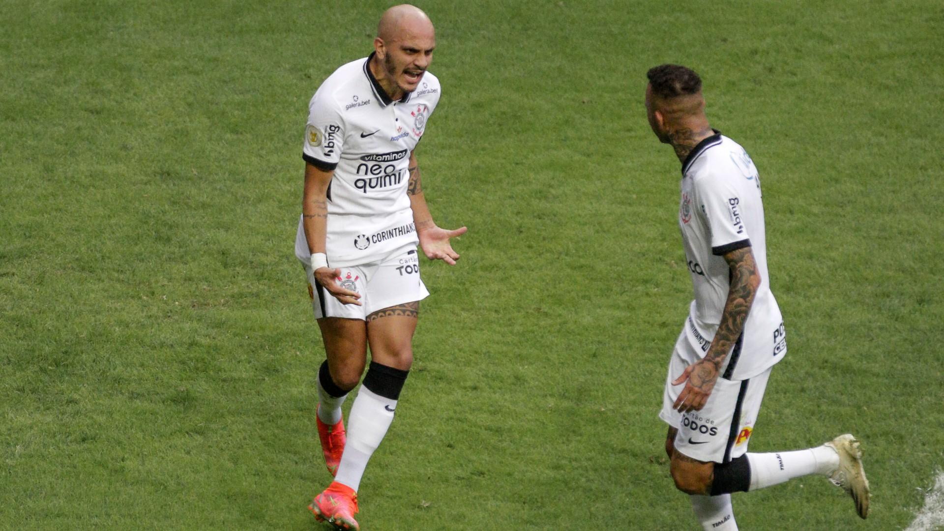 Gol da vitória corintiana foi marcado por Fábio Santos