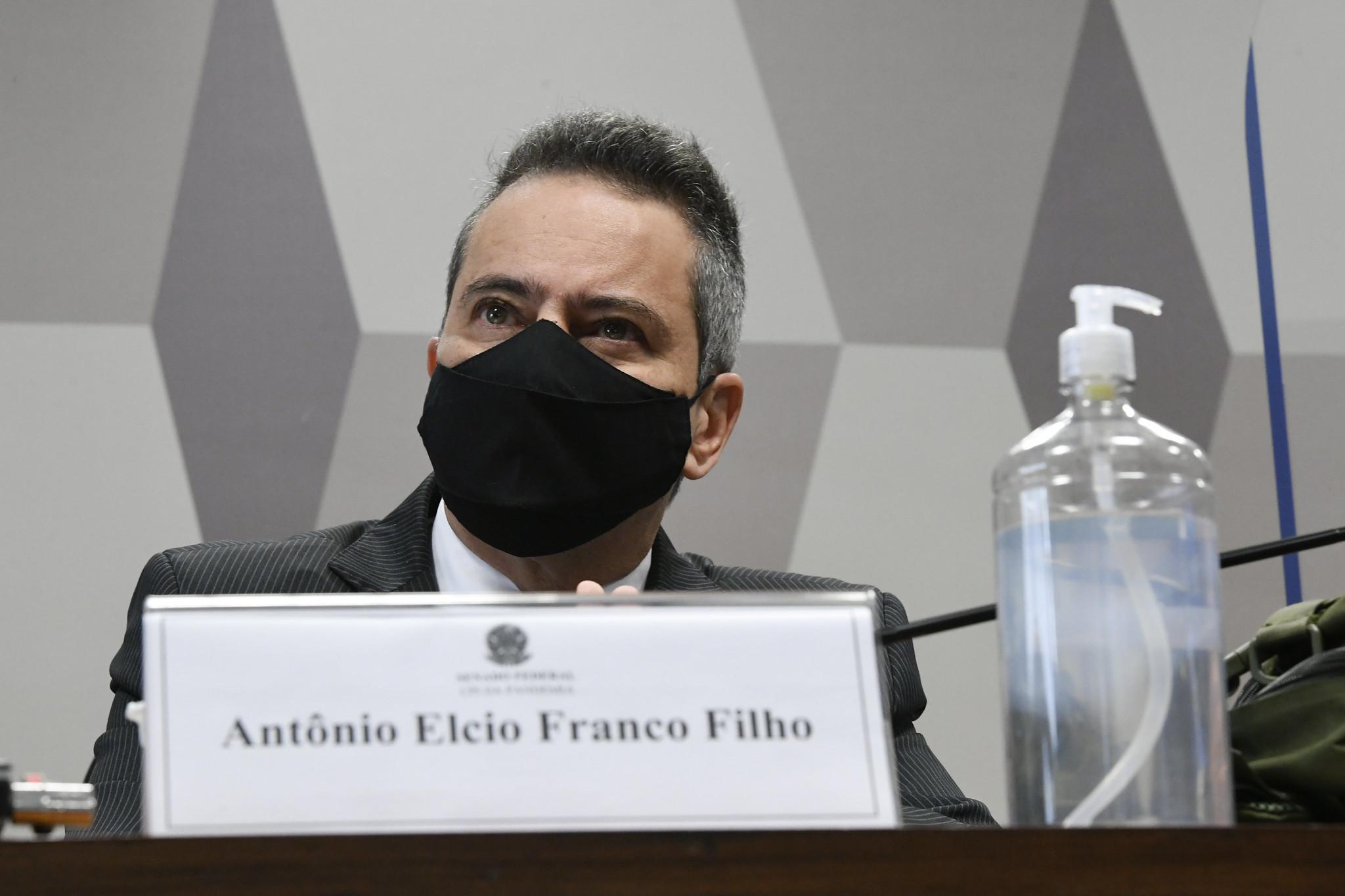 Elcio Franco, ex-secretário-executivo do Ministério da Saúde, é ouvido pela CPI