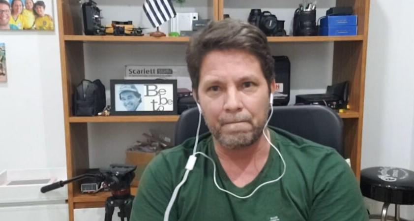 Ator Mário Frias em entrevista para a CNN