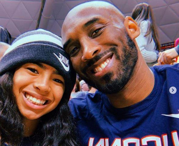 Kobe Bryant e a filha Gianna, mortos em acidente de helicóptero em janeiro de 20