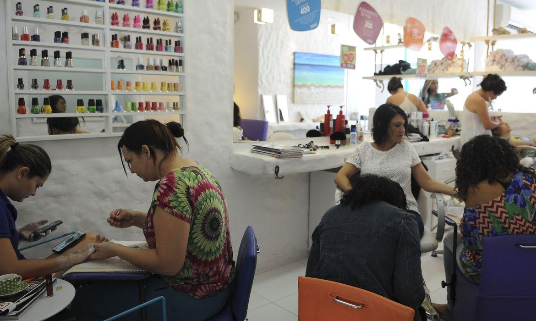 Bolsonaro incluiu salões de beleza na lista de atividades essenciais