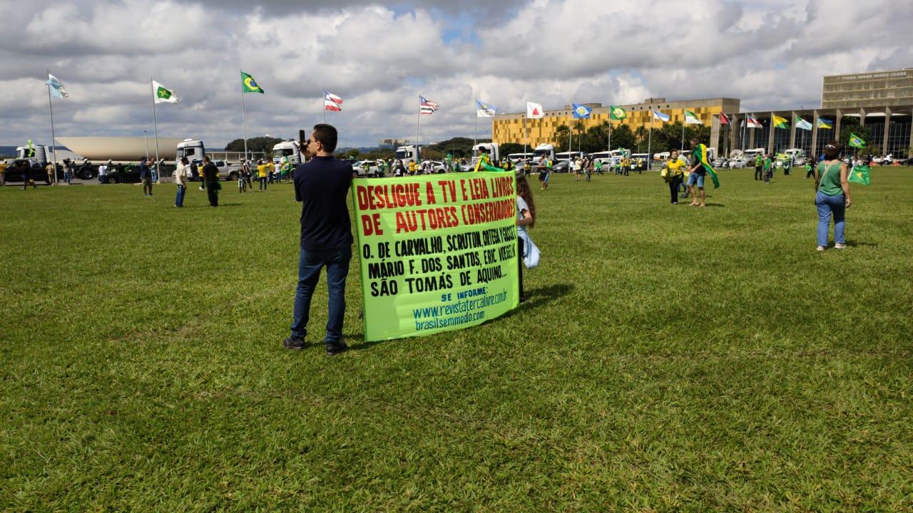 Manifestantes apoiam Bolsonaro