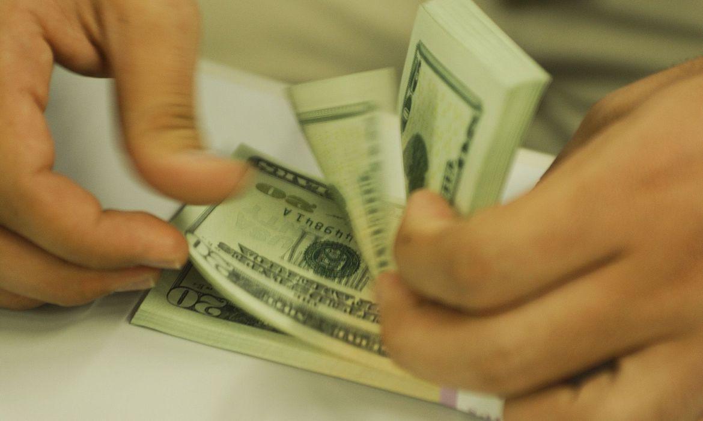 Apesar do dólar alto, Ibovespa opera em alta