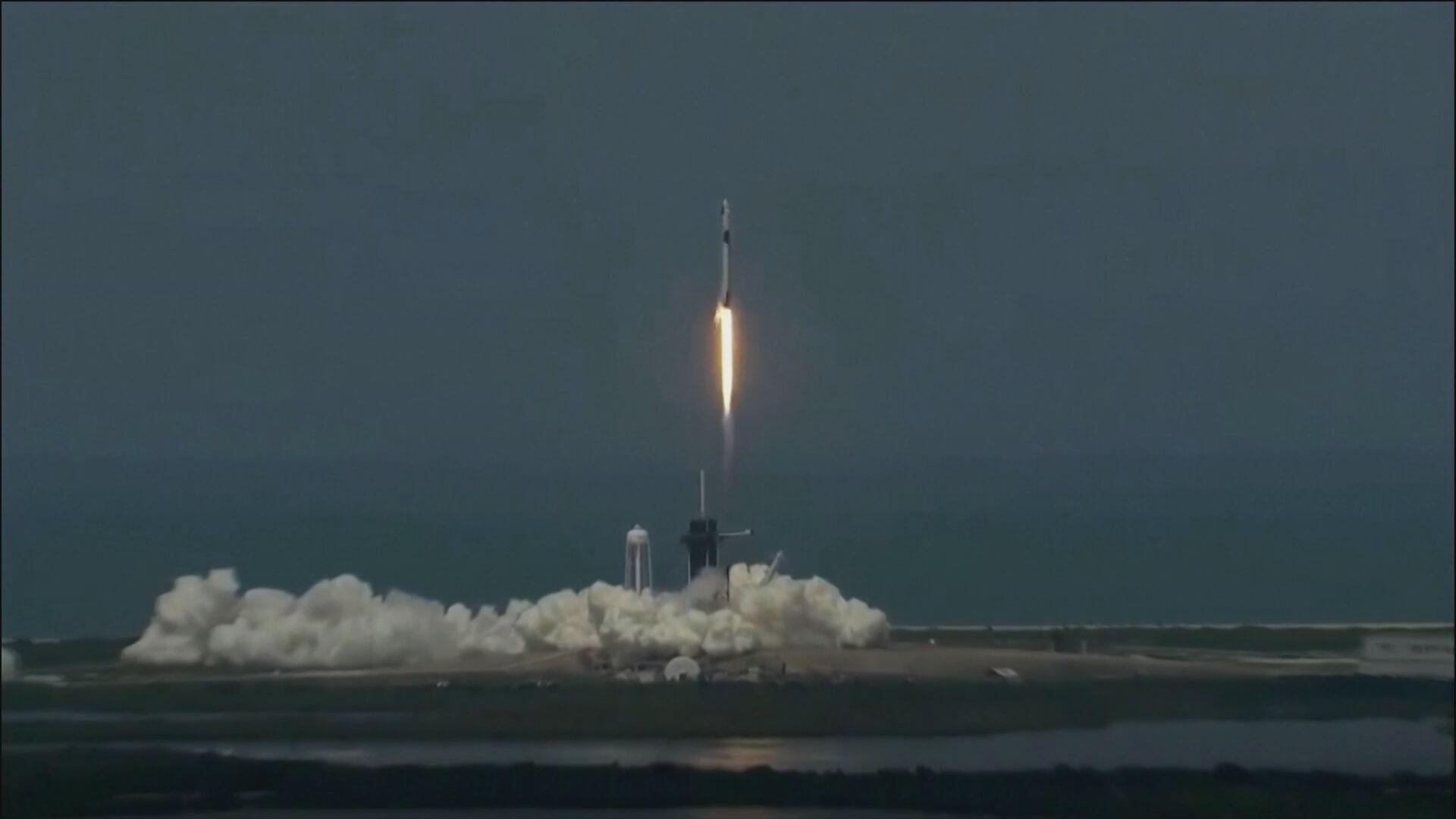Lançamento do foguete Falcoln 9 pela NASA e SpaceX