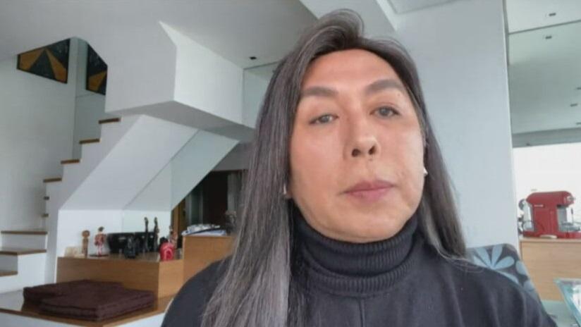 O cabeleireiro Celso Kamura fala à CNN