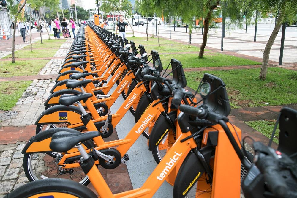 Bicicletas da Tembici estacionadas
