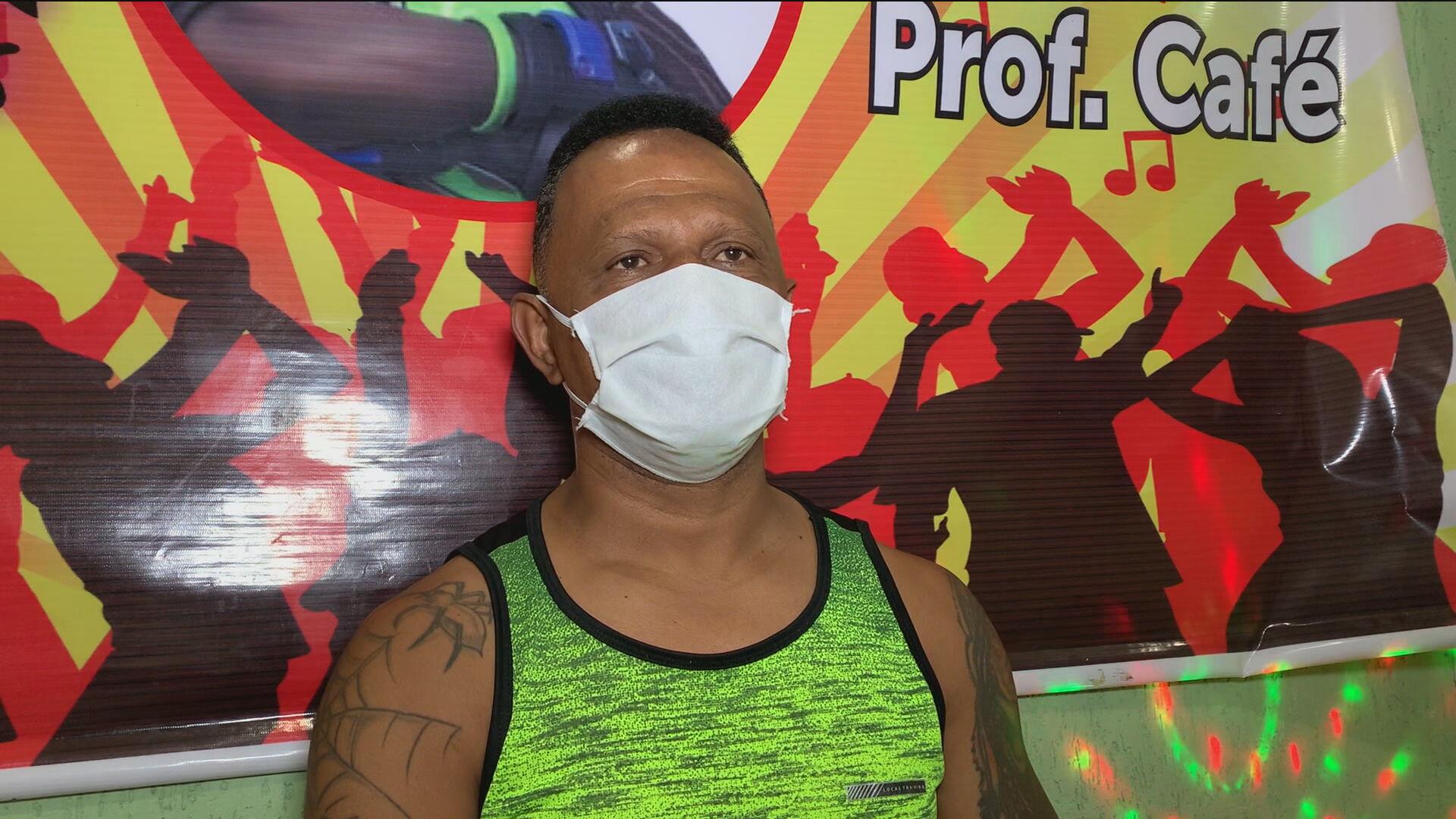 O professor de dança Luis Antônio Pereira, o Café, fala à CNN