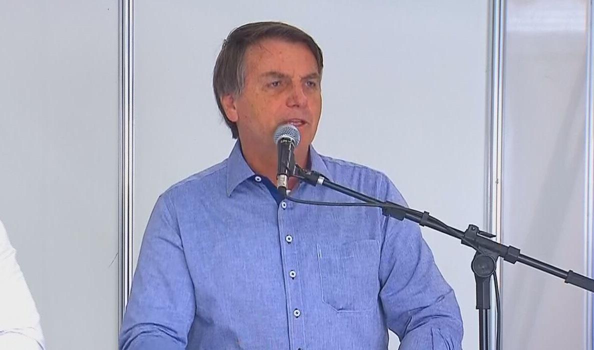 O presidente Jair Bolsonaro faz discurso em inauguração de hospital de campanha