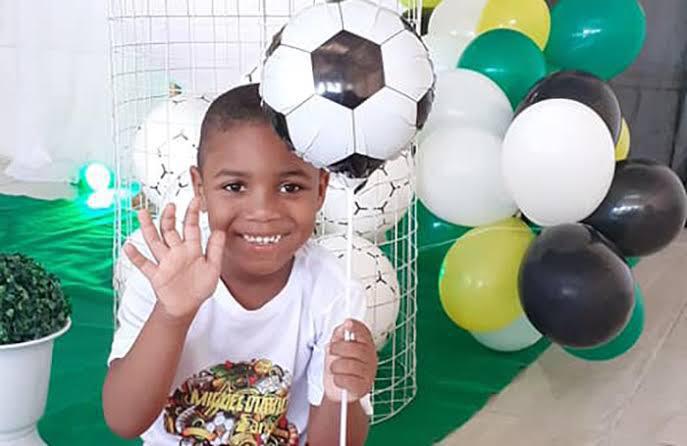 O garoto Miguel morreu após cair de prédio em Recife