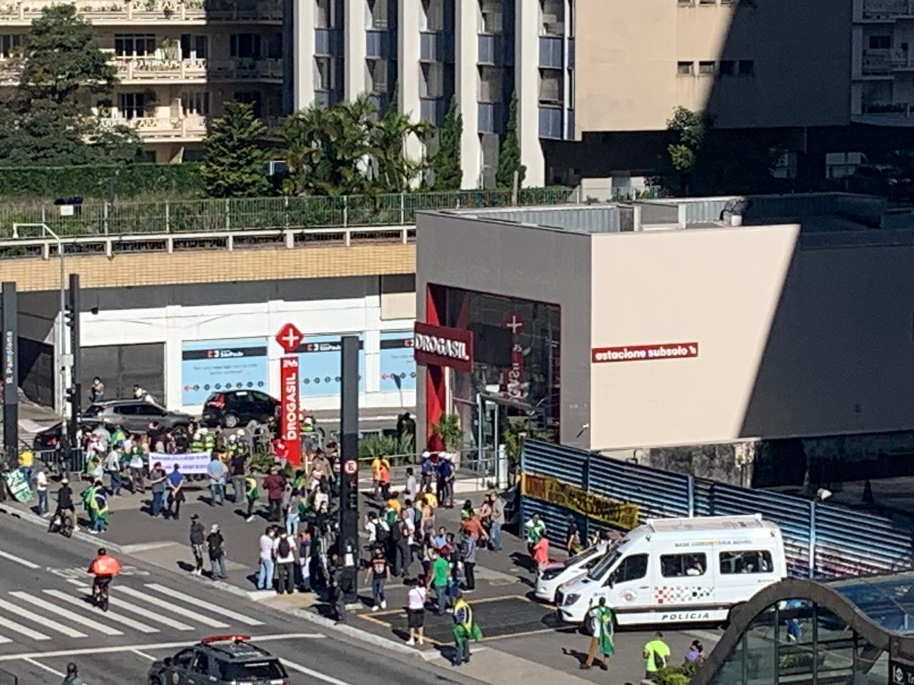 Manifestantes pró-governo na Avenida Paulista