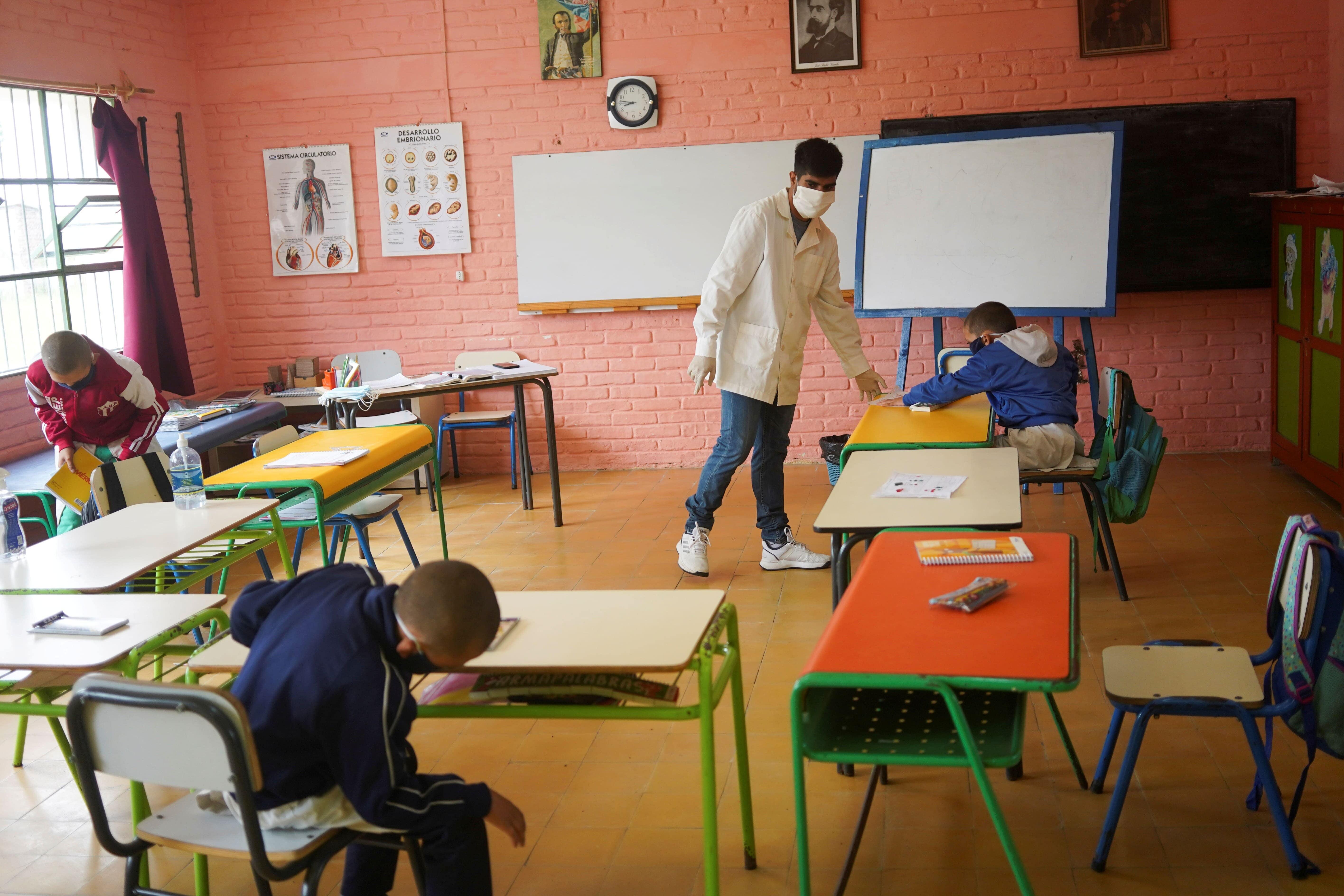 Escola reaberta Uruguai