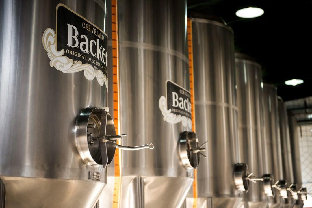 Tanques da cervejaria Backer, de Minas Gerais