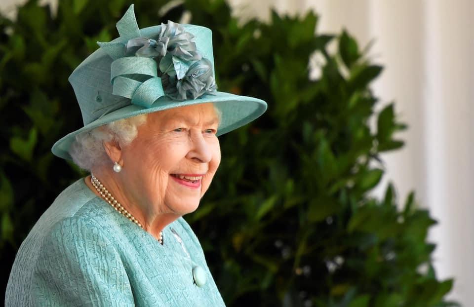 Rainha Elizabeth II, do Reino Unido, participa de cerimônia de seus 94 anos