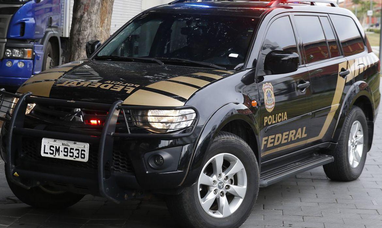 Carro da Polícia Federal durante operação