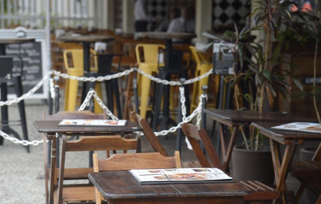 Bares e restaurantes de Botafogo fechados no horário do almoço, no Rio de Janeir