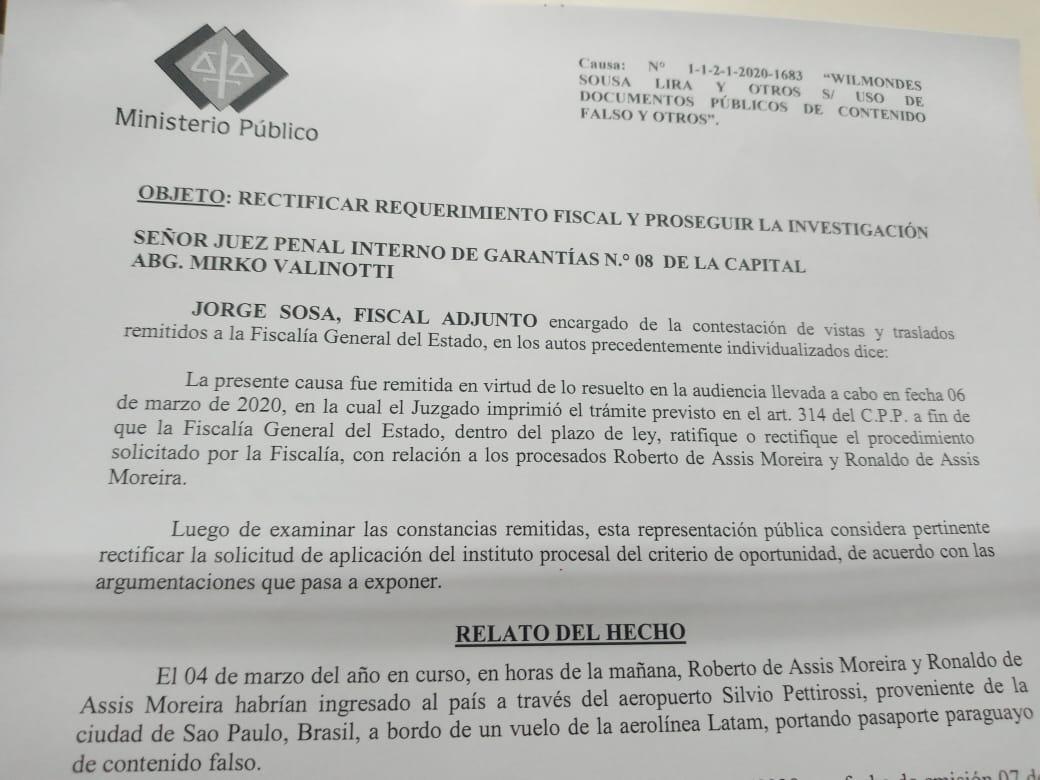 Pedido de prisão feito pelo Ministério Público contra Ronaldinho Gaúcho e Assis