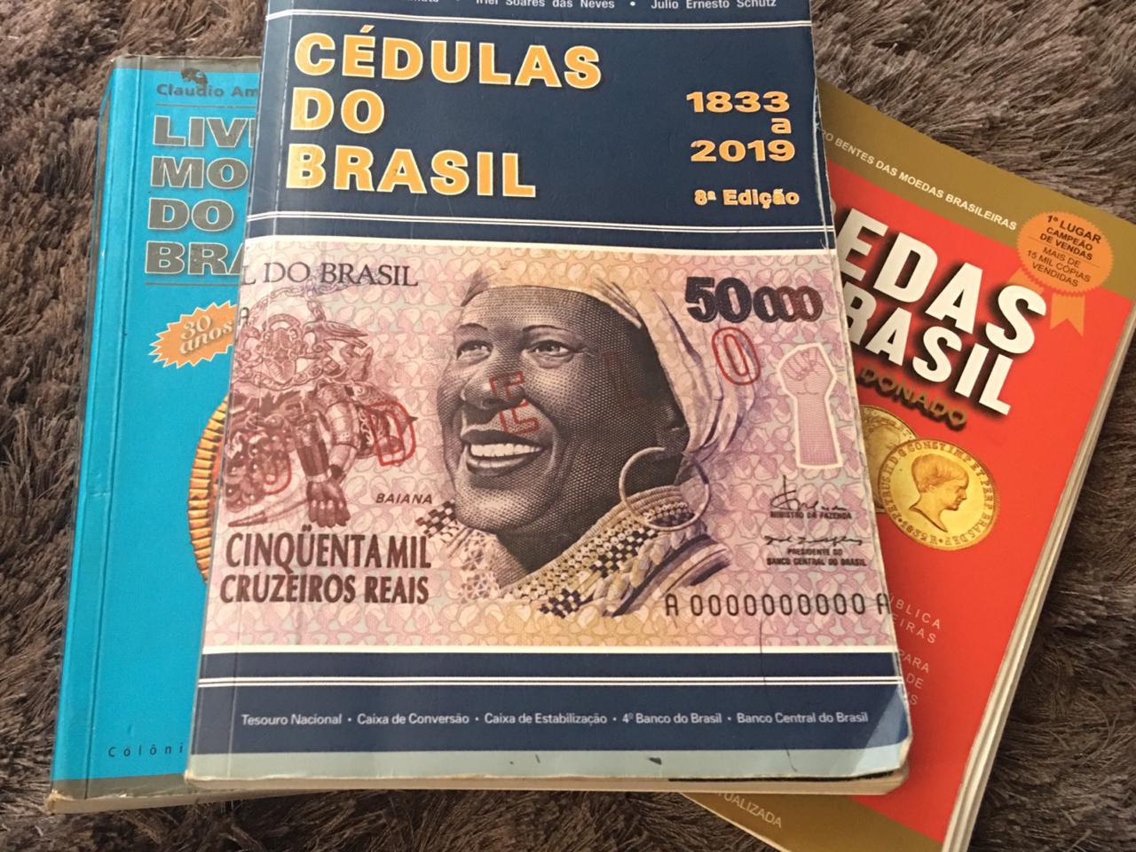Catálogos numismáticos indicam preços de cédulas e moedas antigas