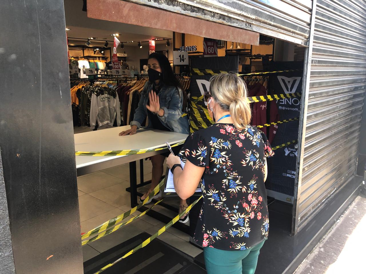 Blitz da prefeitura fecha comércio no centro de Limeira, no interior de SP