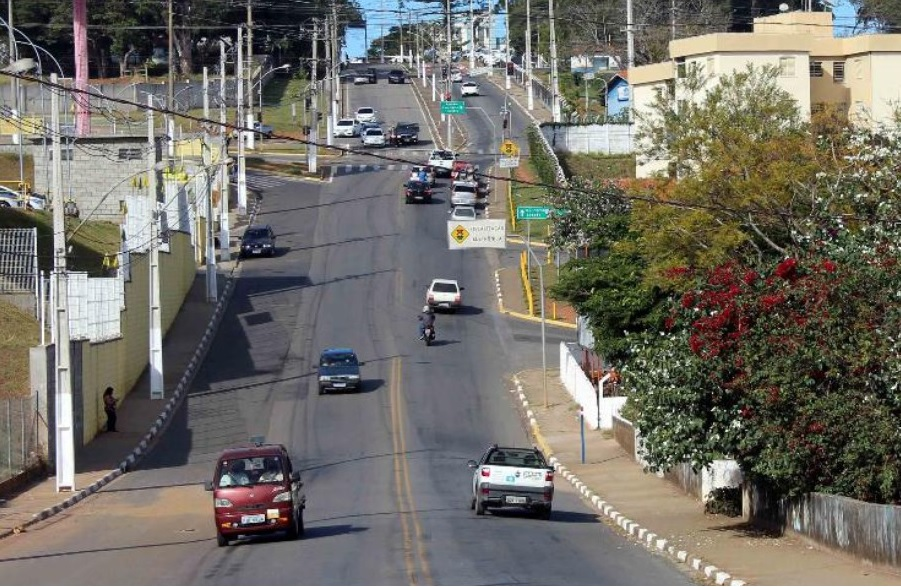 Moradores terão de caminhar nas calçadas no mesmo sentido dos veículos