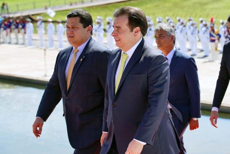 O presidente do Senado, Davi Alcolumbre, e o presidente da Câmara, Rodrigo Maia