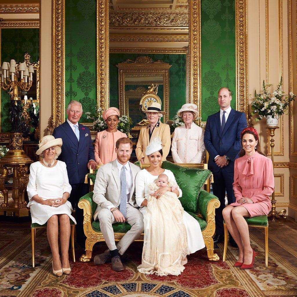 Parte da família real britânica reunida durante o batizado de Archie