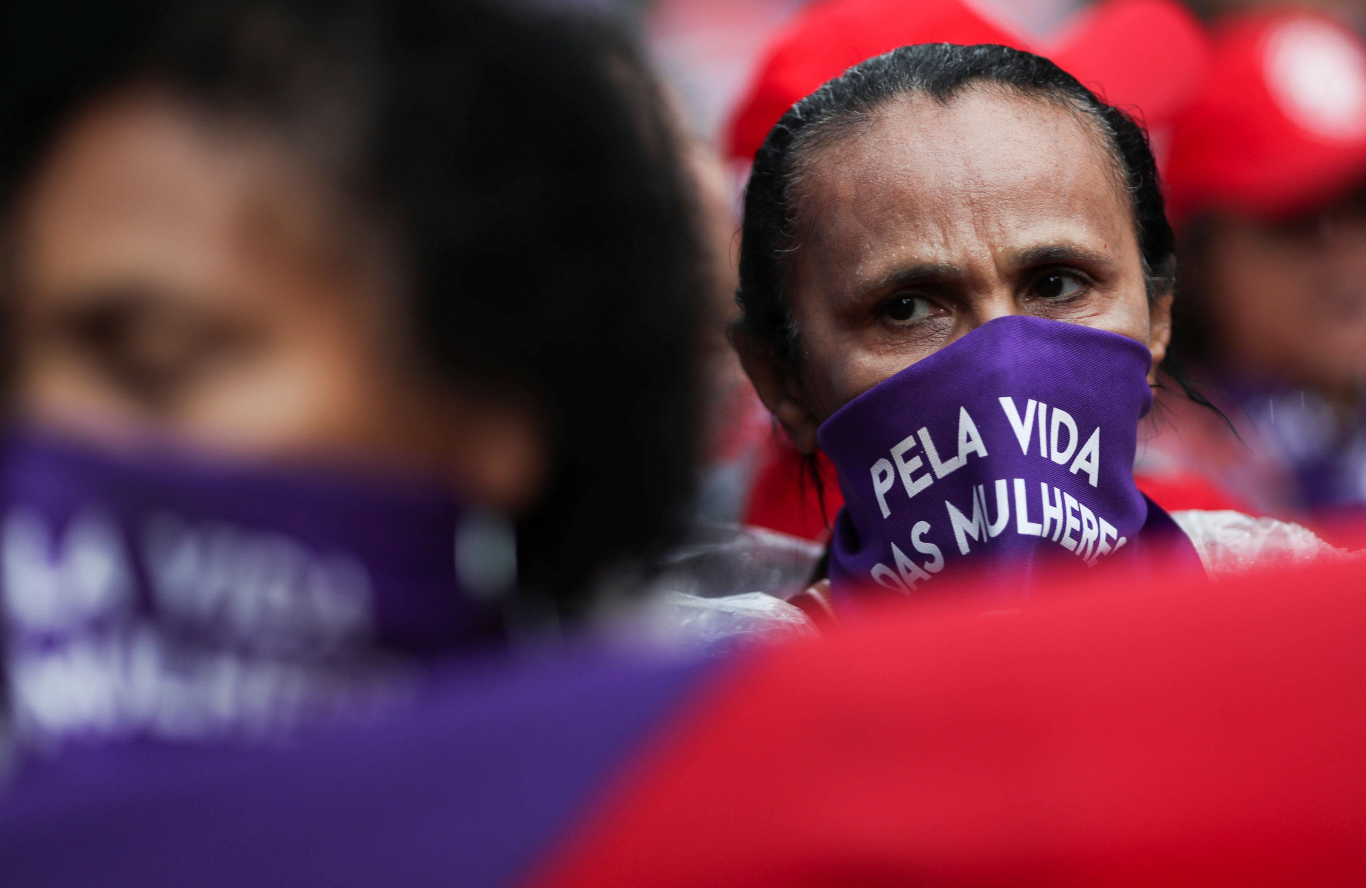Participante de ato pelo Dia Internacional da Mulher em São Paulo
