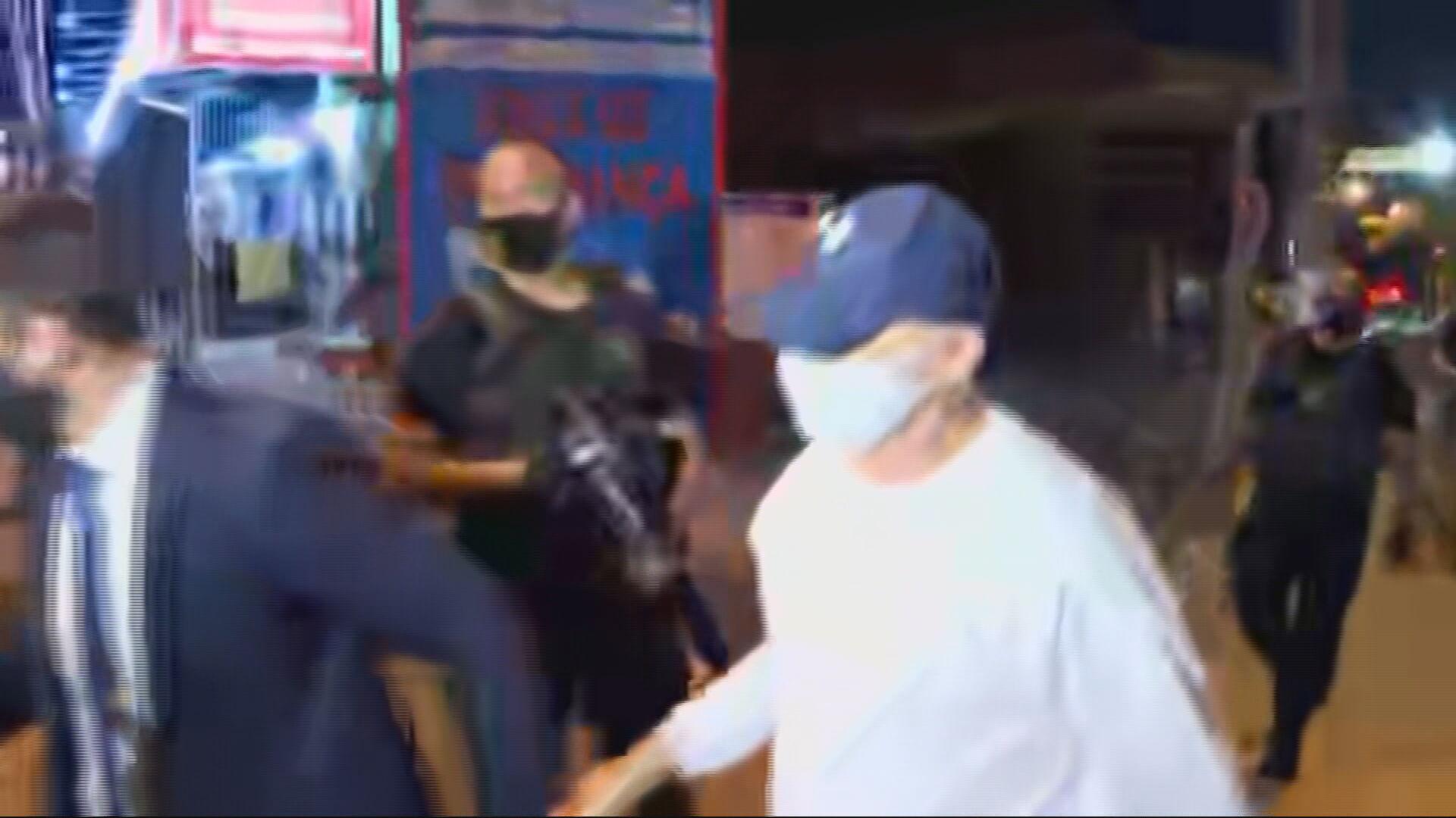 Fabrício Queiroz sai da penitenciária de Bangu escoltado por seu advogado (10.ju