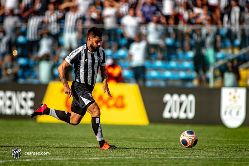 Rafael Sóbis em jogo contra o Atlético-CE: veterano é esperança no ataque