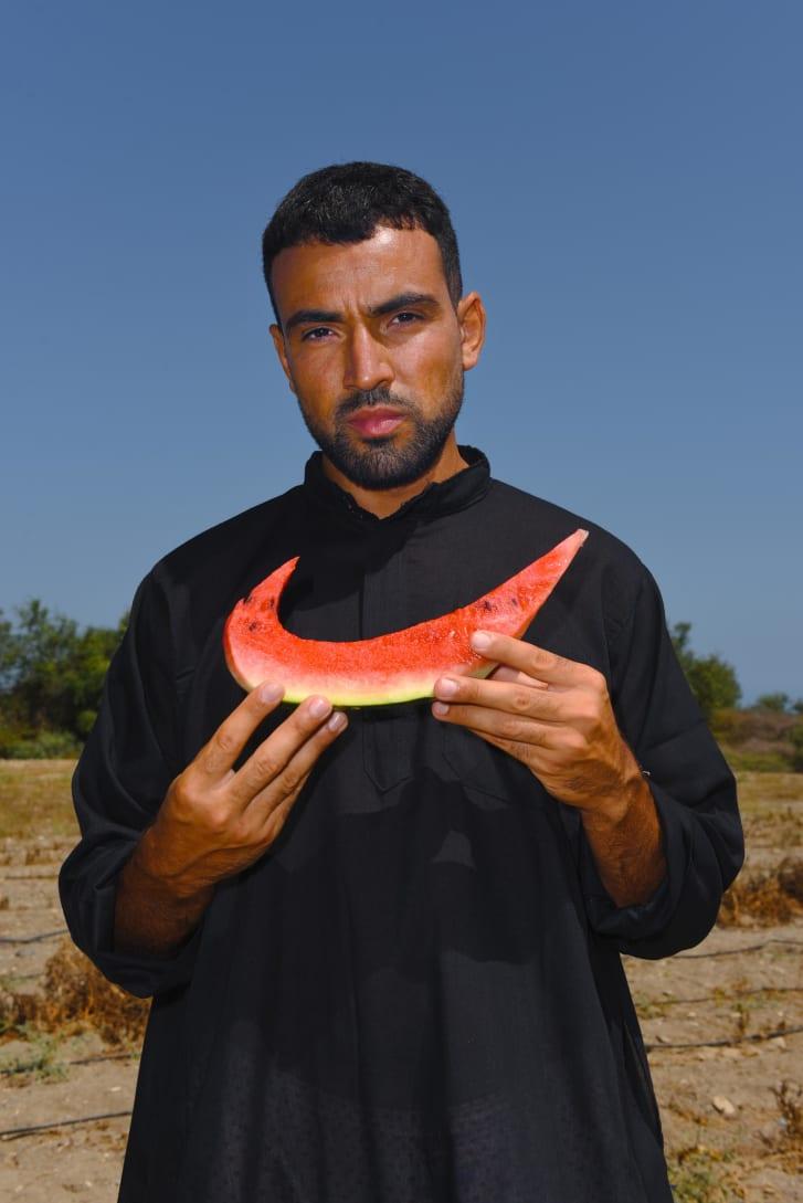"""Obra """"Nike, please call me"""", do fotógrafo Mous Lamrabat"""