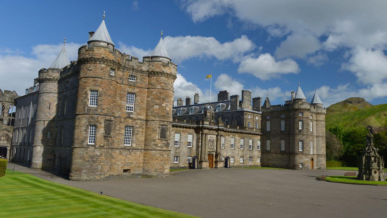 Terceiro episódio de 'Palácios da Rainha' conta história do Palácio de Holyrood