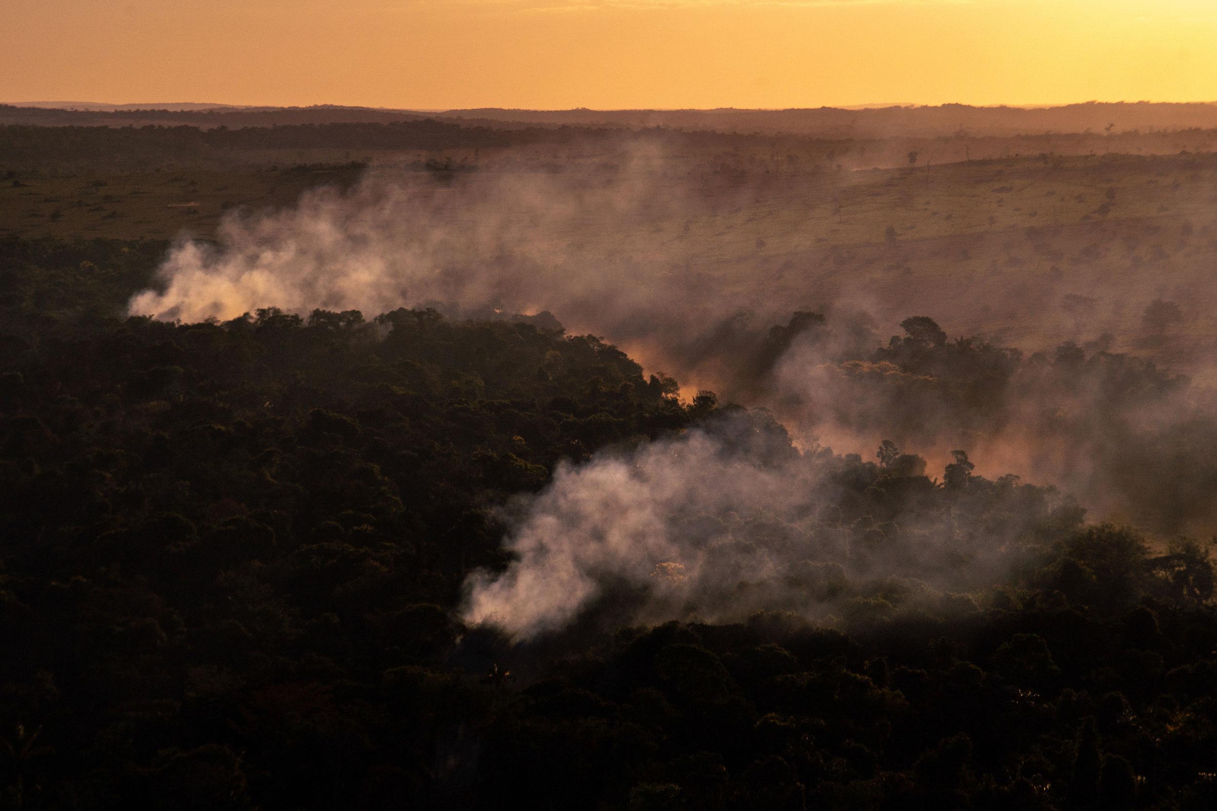 Foco de calor ao lado de área desmatada em Alta Floresta, Mato Grosso