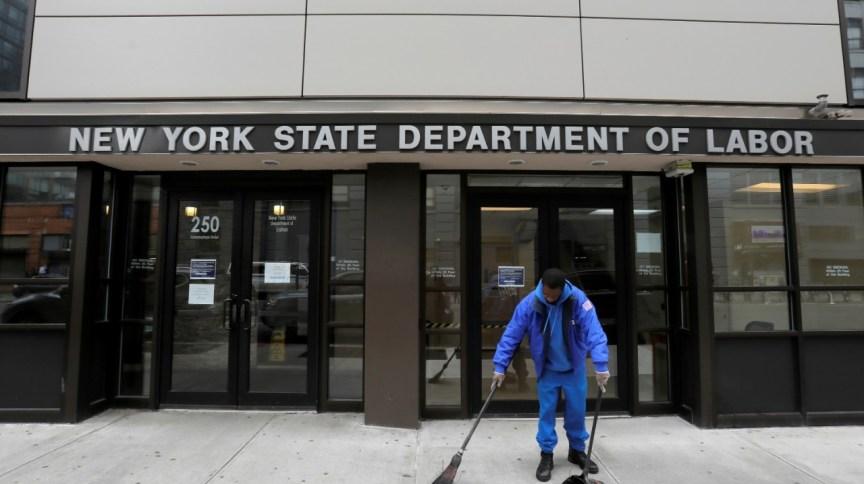 Entrada no Departamento do Trabalho de Nova York, fechado ao público por causa do coronavírus (20.mar.2020)