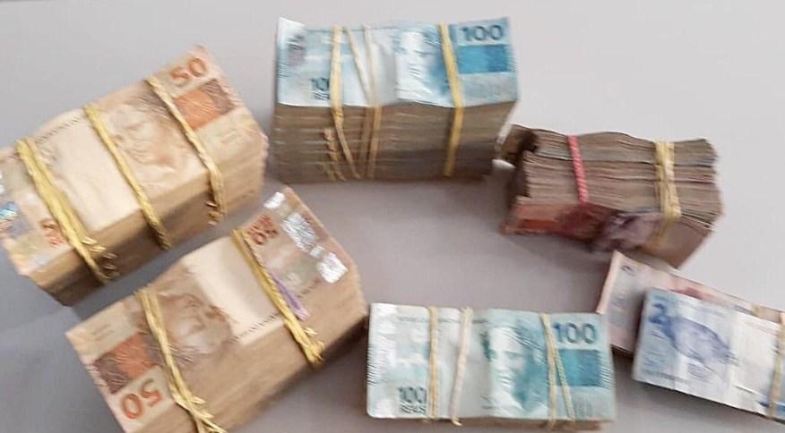 PF apreendeu cerca de R$ 100 mil em um posto de gasolina cujos sócios eram alvo de busca da Operação Titereiro