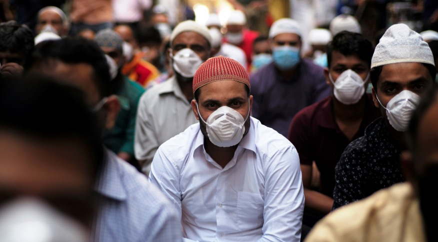 Muslims wear protective face masks following the coronavirus outbreak, as they pray on street during Friday prayers in local souq, in Manama, Bahrain, February 28, 2020. REUTERS/Hamad I Mohammed