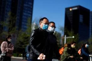 Cidades com novas infecções rastrearam e testaram rapidamente os contatos dos infectados e isolaram áreas de alto risco