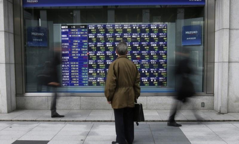 Telão em Tóquio mostra flutuações dos mercados acionários asiáticos06/01/2015REUTERS/Issei Kato