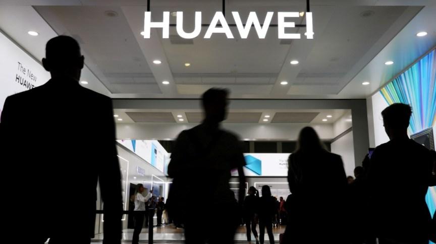 Loja da Huawei: Trump quer deixar de negociar com empresas que usam produtos da gigante chinesa