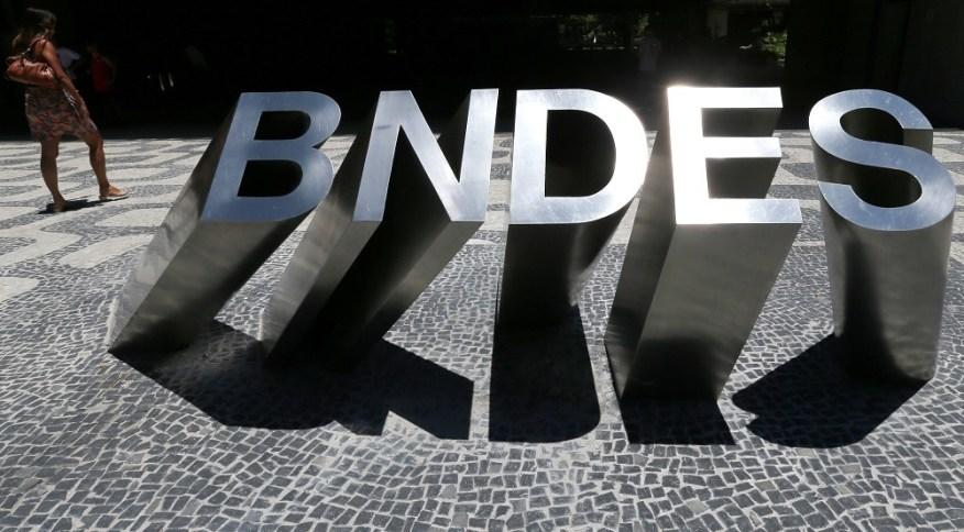 Placa do BNDES em frente ao edifício sede do banco, no Rio de Janeiro. 8/1/2019.