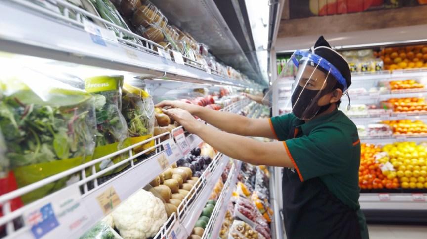 Homem em supermercado: supermacdos do Piauí tem faturamento de quase R$ 10 bilhões