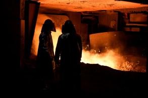 O setor projeta que as vendas de aço no Brasil vão cair 3,1% este ano, para 18,2 milhões de toneladas, ante expectativa anterior de recuo de 12,1% de julho