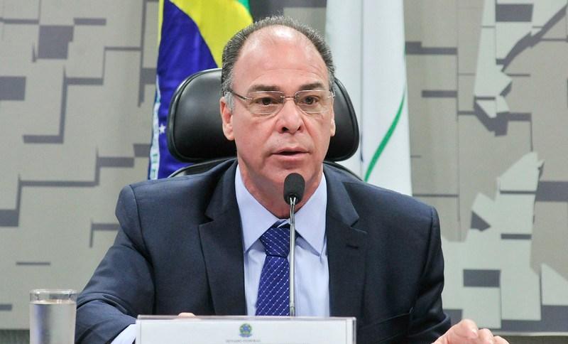 Senador Fernando Bezerra (MDB-PE), líder do governo no senado, durante Comissão Especial para o Aprimoramento do Pacto Federativo (13.jul.2016)