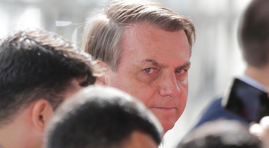 O presidente da República, Jair Bolsonaro, na porta do Palácio da Alvorada