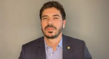 Deputado Júnior Bozella afirmou que parlamentar do DF deveria ser expulsa do partido