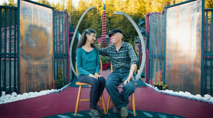 Catherine King e Wayne Adams vivem há 29 anos na Freedom Cove, uma ilha que eles mesmos construíram na costa de Vancouver