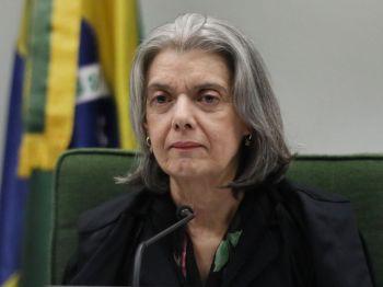 Senador comunicou pedido para que o presidente seja investigado por crimes como atentado à ordem constitucional e ameaça ao livre funcionamento do Judiciário