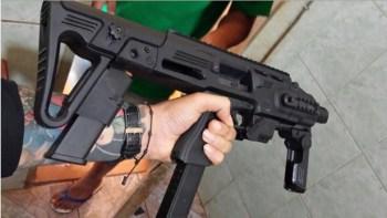 Armas foram encontradas dentro de equipamentos, como rádios, climatizadores e panelas elétricas