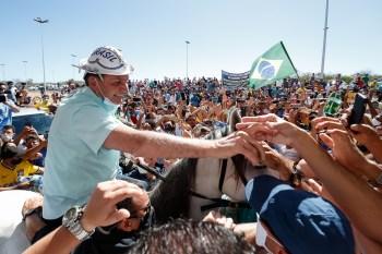 Nas redes sociais, Bolsonaro compartilhou imagens da visita a São Raimundo Nonato, no Piauí, e da chegada a Campo Alegre de Lourdes, na Bahia