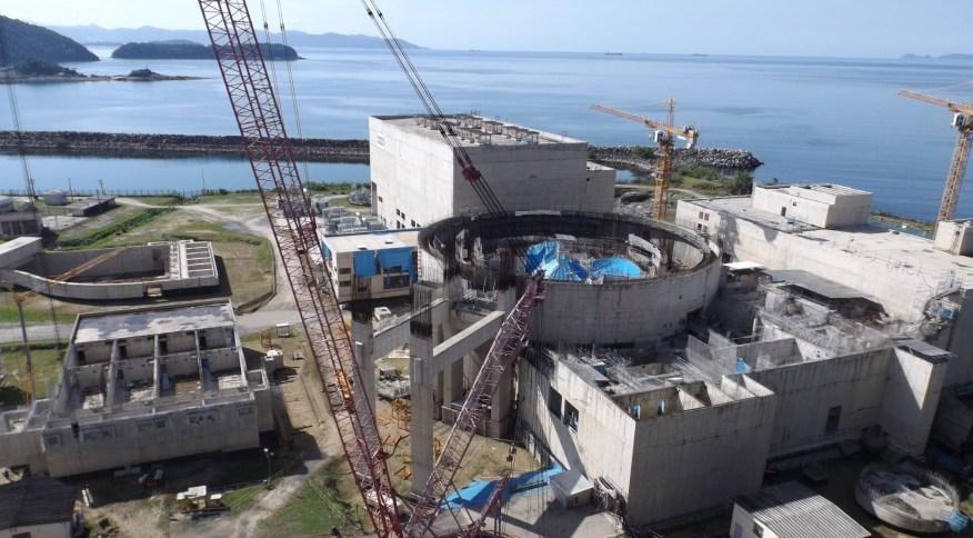 Obras da usina nuclear Angra 3, paralisadas desde 2015
