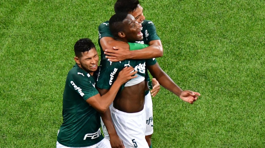 Jogadores do Palmeiras comemoram gol durante semi-final do Campeonato Paulista